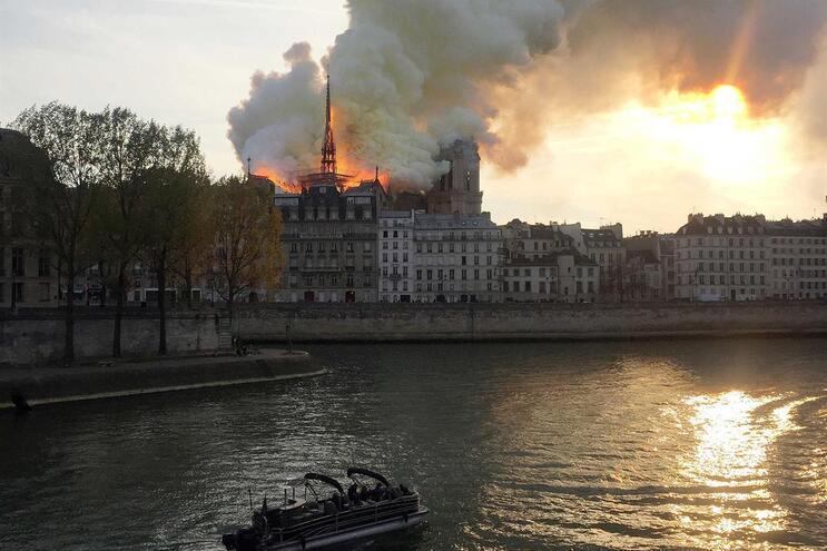 As reações ao incêndio da catedral de Notre-Dame