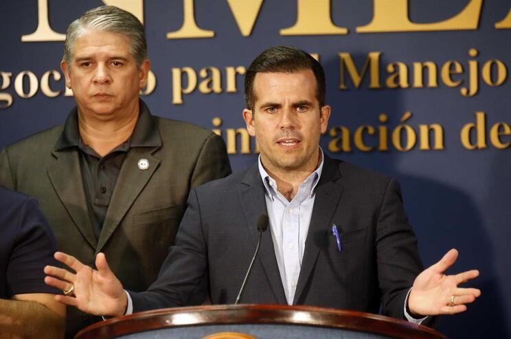 Governador de Porto Rico eleva de 64 para 2975 os mortos por furacão