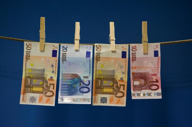 """Rede montou base em Portugal para """"lavar"""" milhões de cibermáfias"""