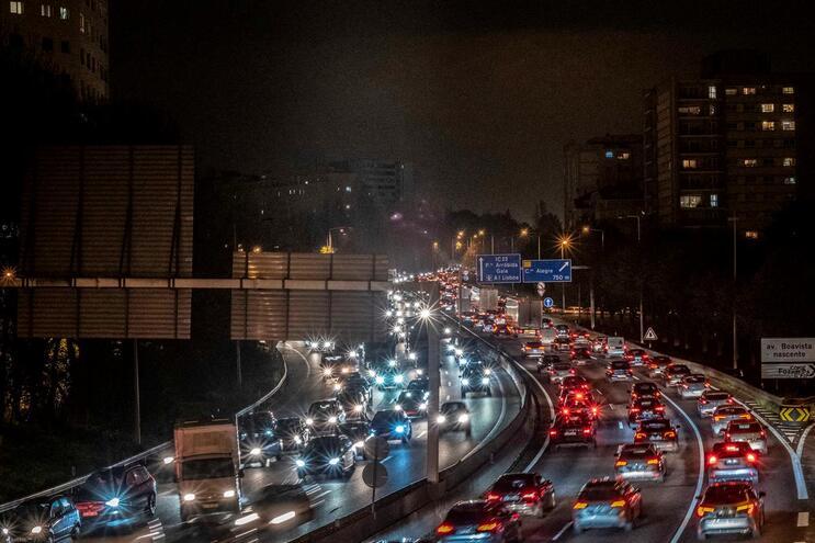 Trânsito caótico em hora de ponta no Porto