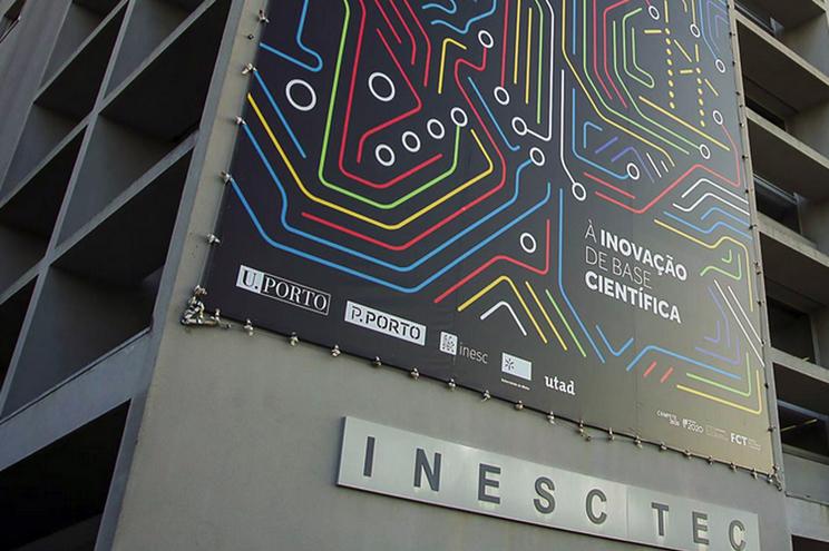 Investigadores criam robô pintor que torna processo industrial 30% mais eficiente