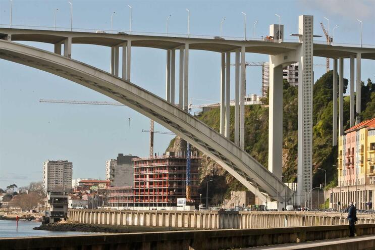 Administração do Porto de Leixões diz que não emitiu parecer sobre embargo na Arrábida