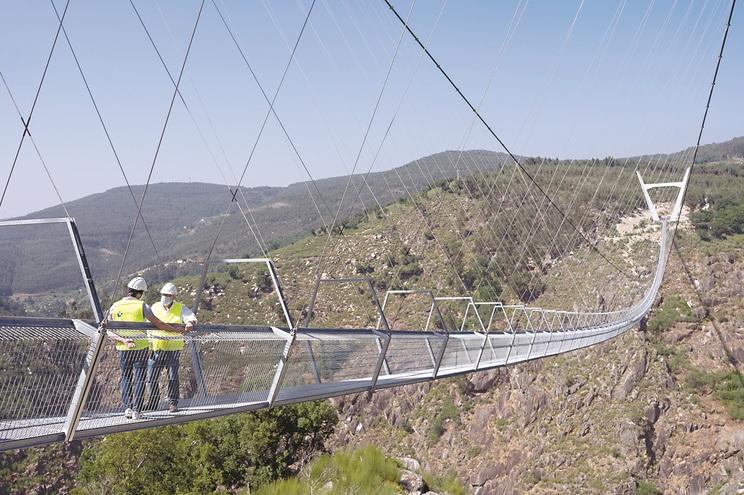Decorrem os últimos testes de segurança à ponte, que deverá abrir ainda este mês