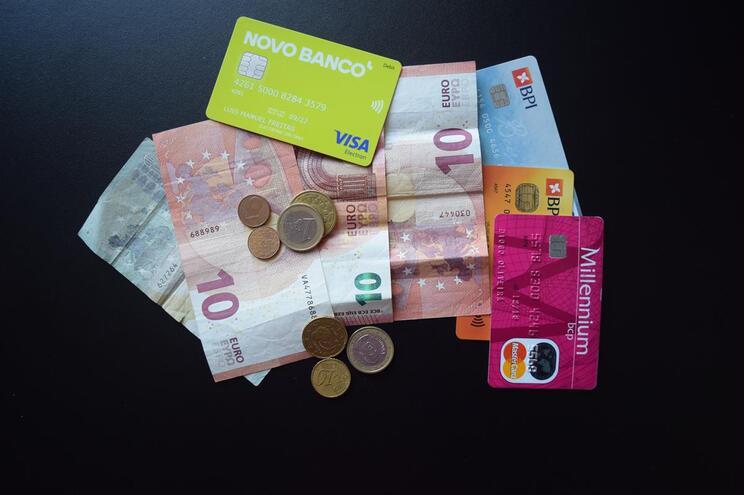 Seis conselhos para quem tem cartões de crédito ou débito