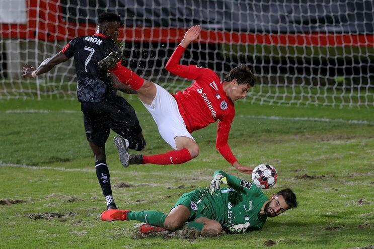 Santa Clara vence Leixões no Mar e segue em frente na Taça de Portugal