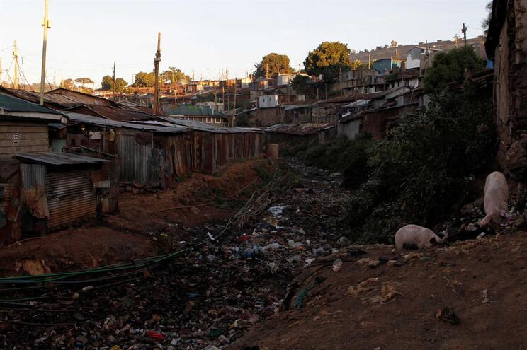 Poluição do rio provém dos bairros pobres de Nairobi