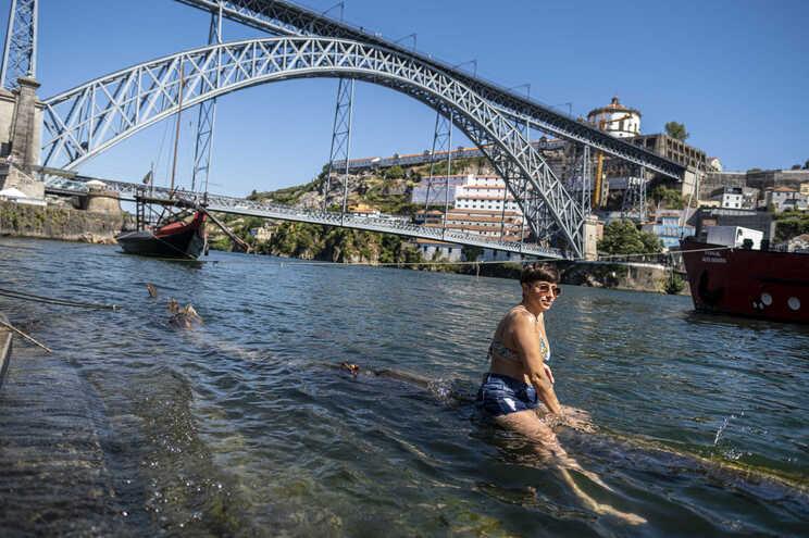 Temperatura máxima pode chegar aos 38 graus no Porto, esta sexta-feira  (Leonel de Castro/Global Imagens)