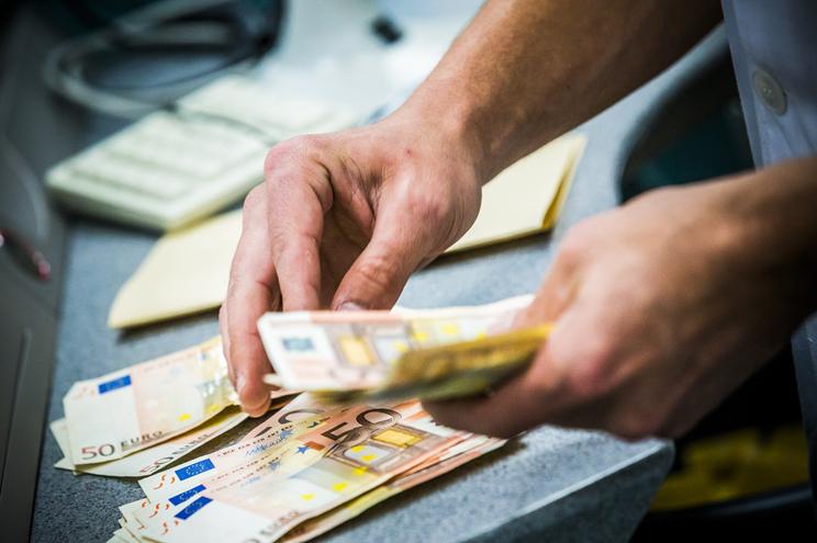 Endividamento das empresas, famílias e Estado aumentou entre fevereiro e março