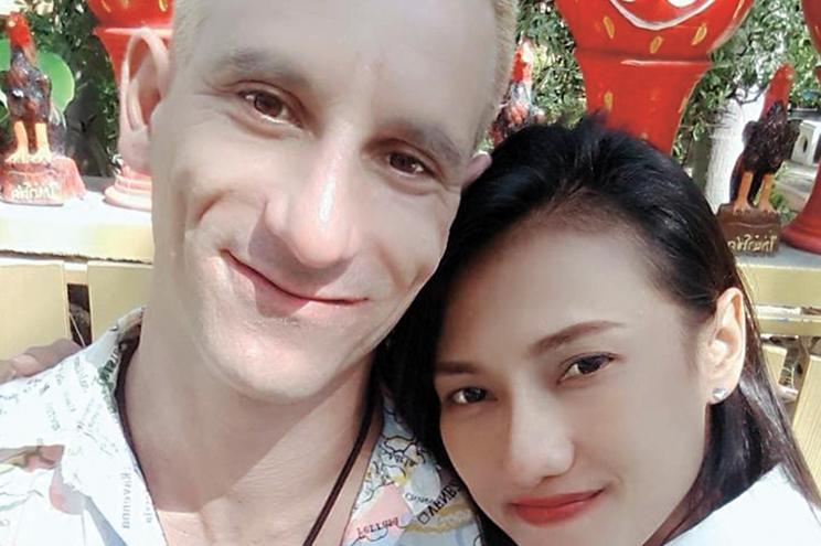 Bruno Amaro conheceu a namorada, Katae, quando exercia funções de treinador de patinagem na Tailândia