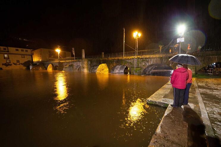 Subida do rio Tâmega obriga ao realojamento de duas pessoas em Chaves
