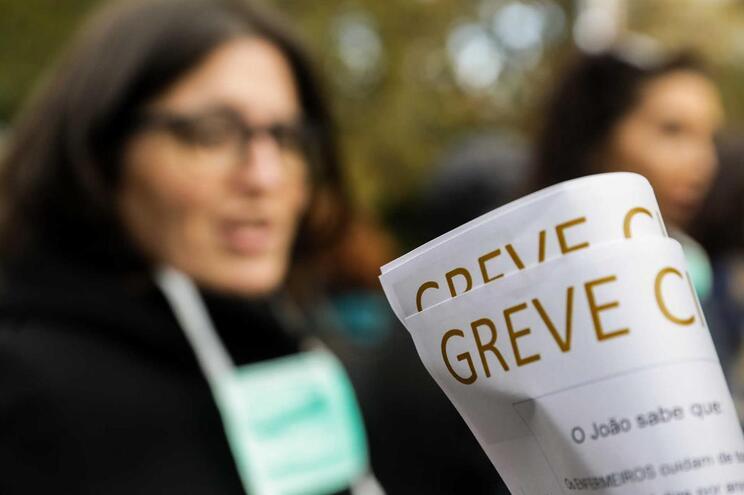 Enfermeiros de Almada e Seixal interrompem greve devido à gripe