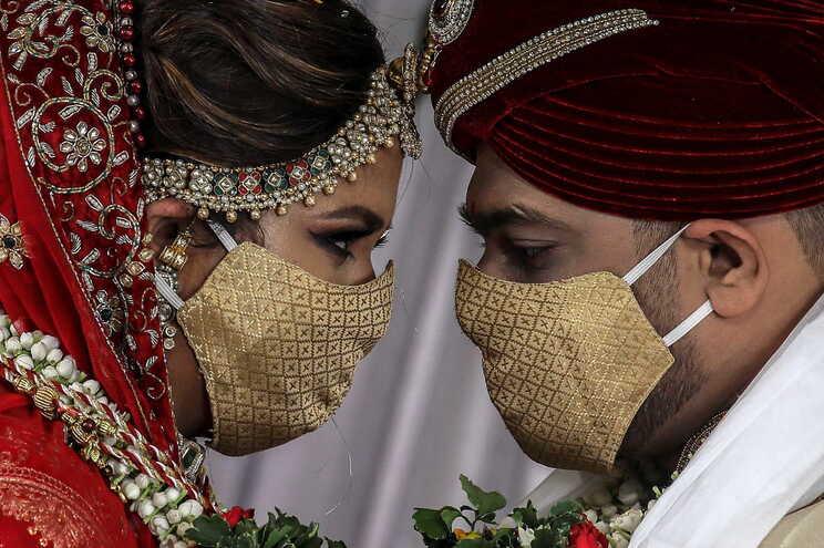 Noivo doente morreu dois dias depois do casamento, mais de 100 pessoas infetadas
