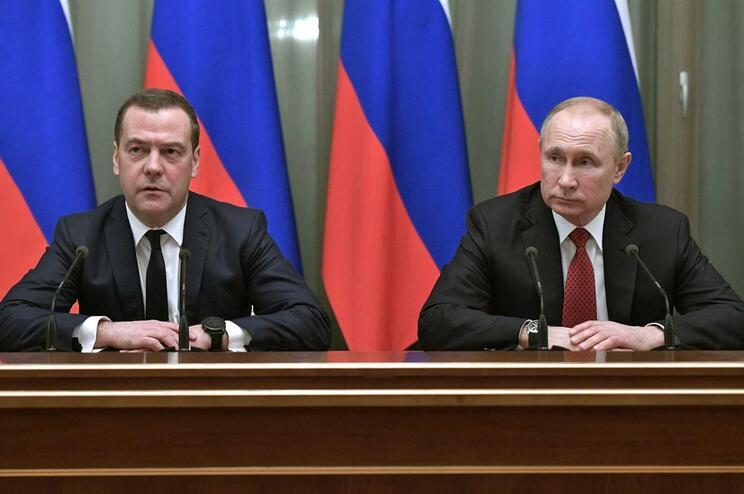 Dmitry Medvedev e Vladimir Putin