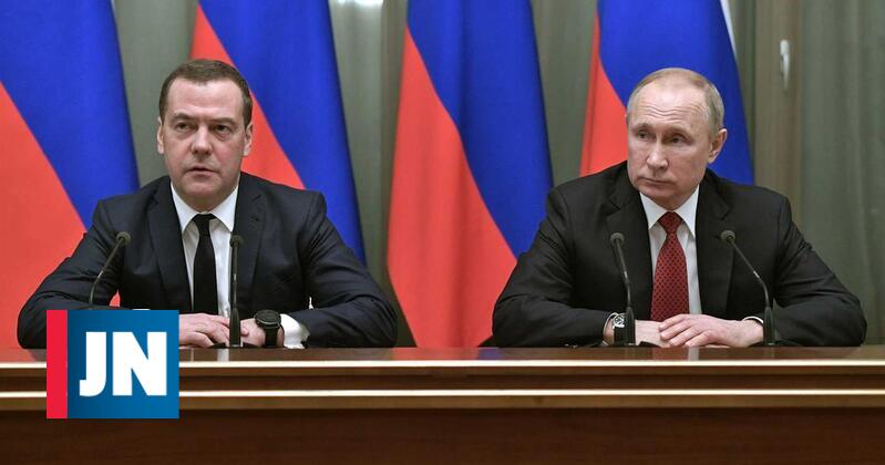 Russian government falls with resignation of Prime Minister