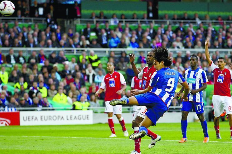 Em 2010/11, a final foi 100% portuguesa, com este golo de Falcão a dar a vitória ao F. C. Porto sobre