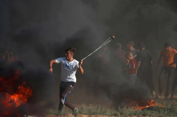 Dois palestinianos mortos e 60 feridos durante protestos em Gaza