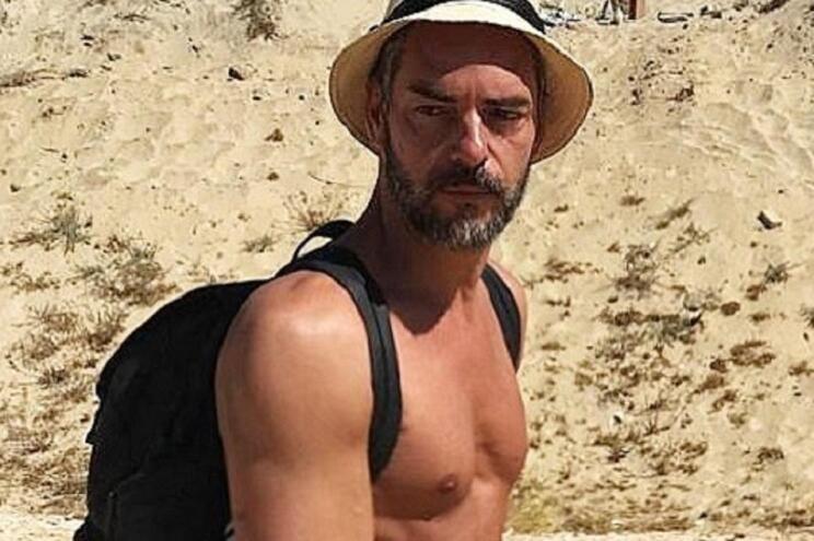 Cláudio Ramos é sempre o primeiro a chegar à praia. O apresentador explica o porquê
