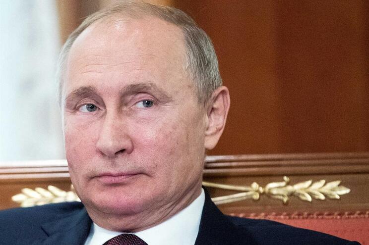 Putin garante que Rússia só usaria armas nucleares em retaliação