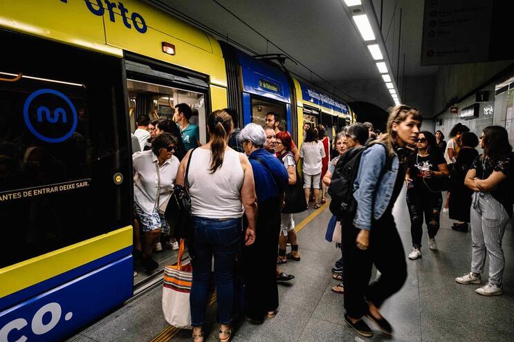 Metro do Porto quer antecipar entrega de novos veículos para responder à procura