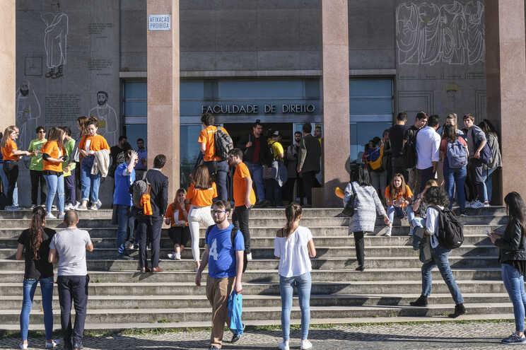 """Professores universitários em greve a partir de 12 de outubro  """"pelo direito à saúde"""""""