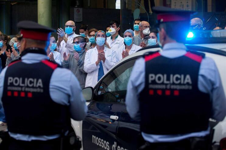 Mortes por Covid-19 volta a subir em Espanha. Será efeito do fim de semana