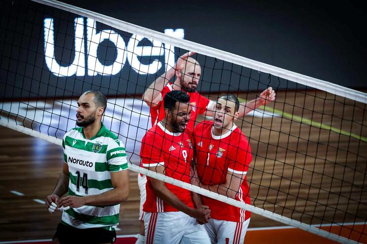 Benfica vence facilmente Sporting no campeonato de voleibol