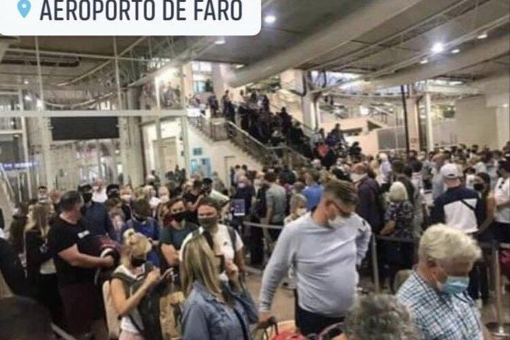 Na quarta-feira, durante uma hora aterraram oito voos, o que correspondeu a mais de 800 passageiros controlados
