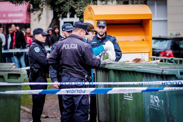 Feto encontrado num caixote do lixo em Sintra, em 2018