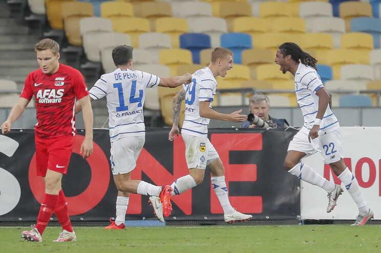 Gerson Rodrigues, do Dínamo de Kiev, celebra o golo frente ao AZ Alkmaar