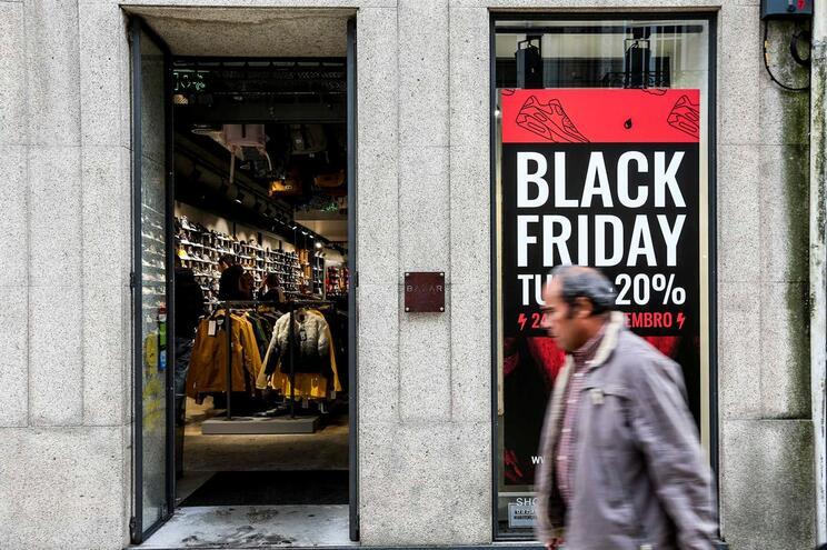 Portugueses gastaram quatro milhões nas promoções da Black Friday