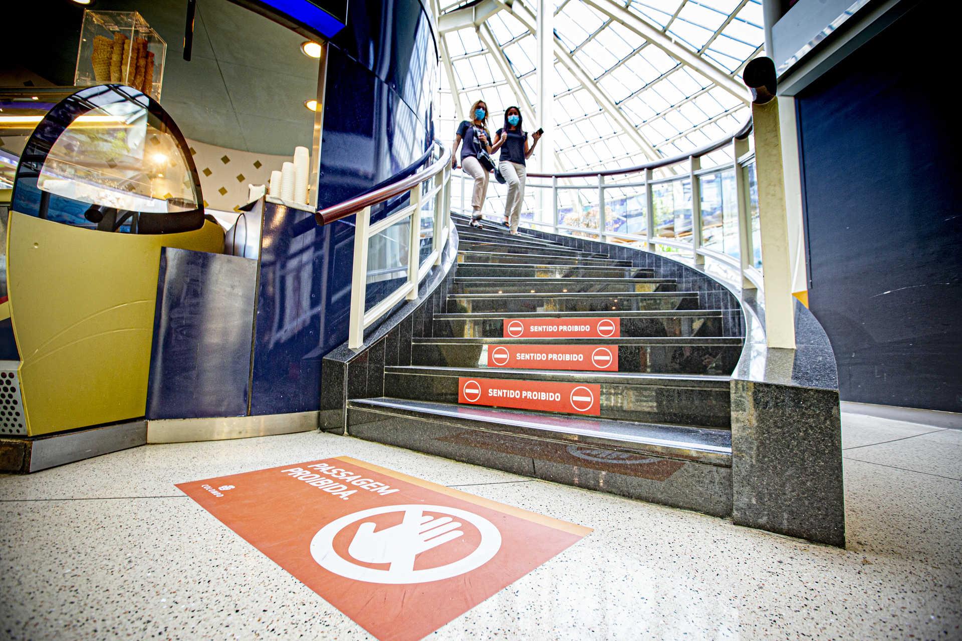 Centro comercial abriu com novas regras e poucos clientes