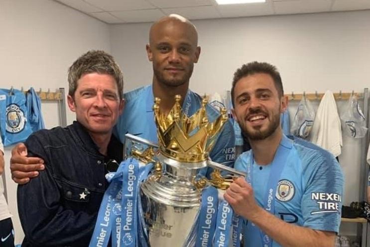 Noel Gallagher invade balneário do Manchester City e elogia Bernardo Silva