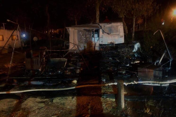 Roulotte ardeu no parque de campismo de Celorico de Basto