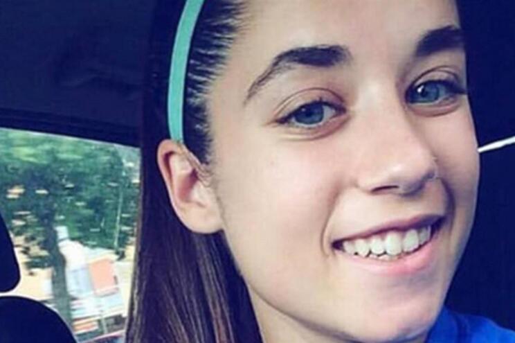 Futebolista de 19 anos morre em acidente de carro em Espanha