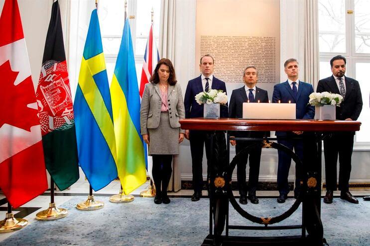 Ministros dos Negócios Estrangeiros do Canadá, Reino Unido, Afeganistão, Suécia e Ucrânia, reuniram-se