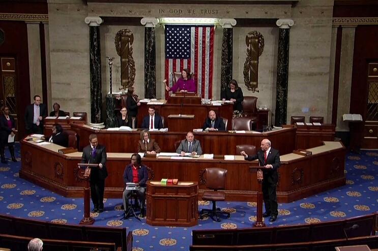 Câmara dos Representantes aprova destituição de Donald Trump