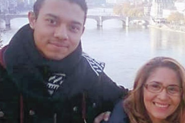 Lucas Baltazar e a mãe, Tereza, antes do drama que aconteceu em casa, no Seixal