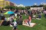 Famílias na Alameda para a festa do 1.º de Maio