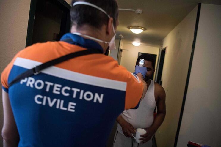 Registaram-se 7632 mortos em meio hospitalar (mais 541 desde terça-feira) desde o início da pandemia