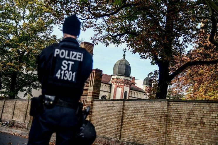 Serviços secretos alemães registam aumento de elementos de extrema direita