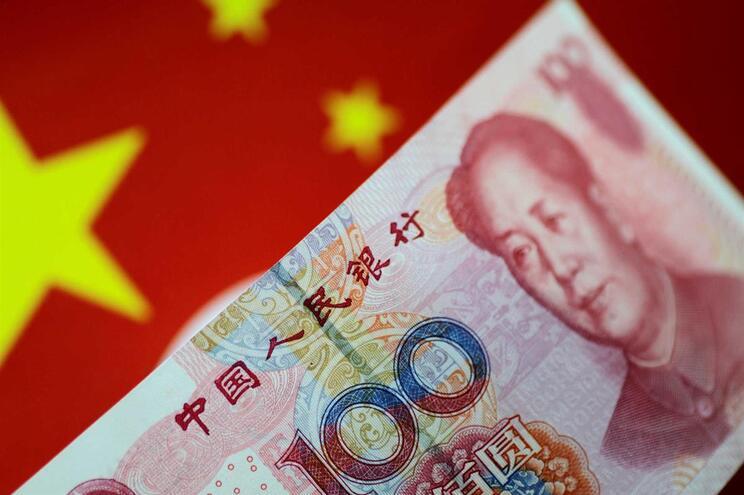Pequim quer contrariar a hegemonia do dólar norte-americano e negociar na sua moeda recursos como petróleo