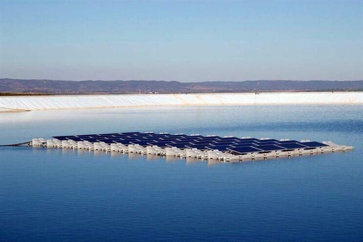 Maior projeto fotovoltaico flutuante da Europa vai ser instalado no Alqueva