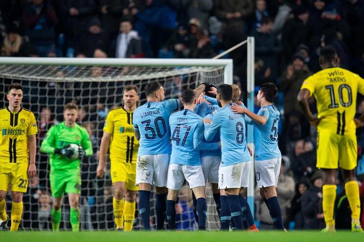 Manchester City dizima Burton Albion com a maior goleada dos últimos 31 anos