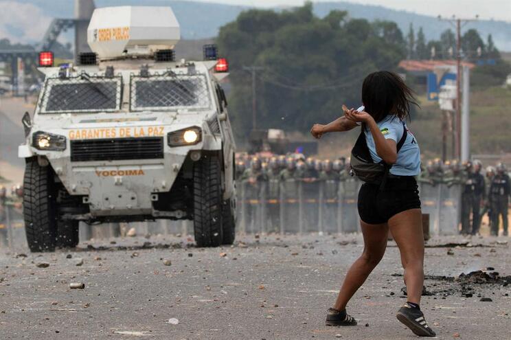 Feridos na fronteira da Venezuela continuam internados no Brasil
