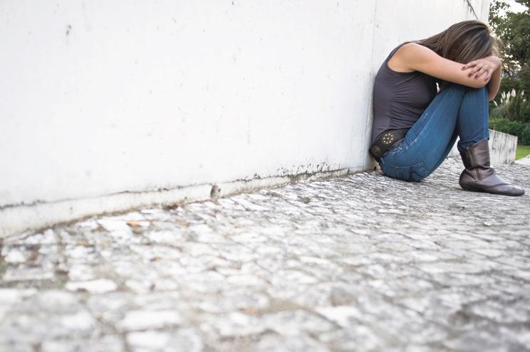 """Alerta na saúde mental: pedidos de ajuda sobem,  SNS está """"em esforço"""""""
