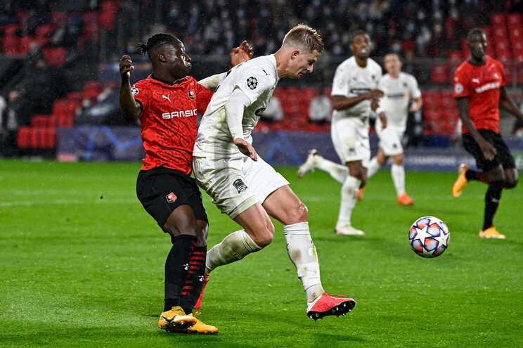 A UEFA abriu um processo contra o Rennes, que alegadamente não terá respeitado as regras sanitárias de