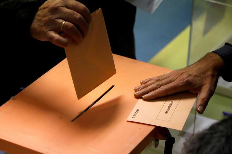 Cerca de 37 milhões de eleitores vão a votos em Espanha