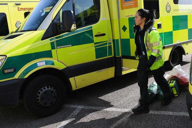 Reino Unido está numa corrida contra o tempo para ter mais camas hospitalares