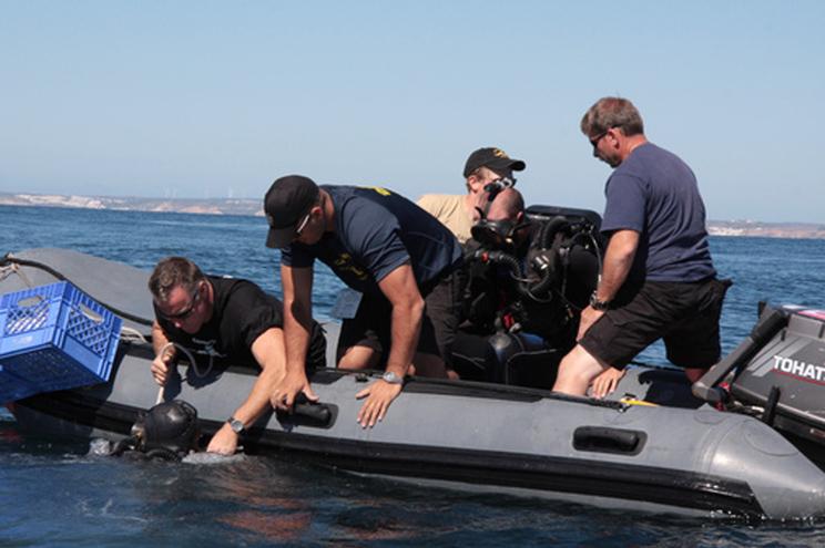 Mergulhadores da Marinha inativaram explosivo