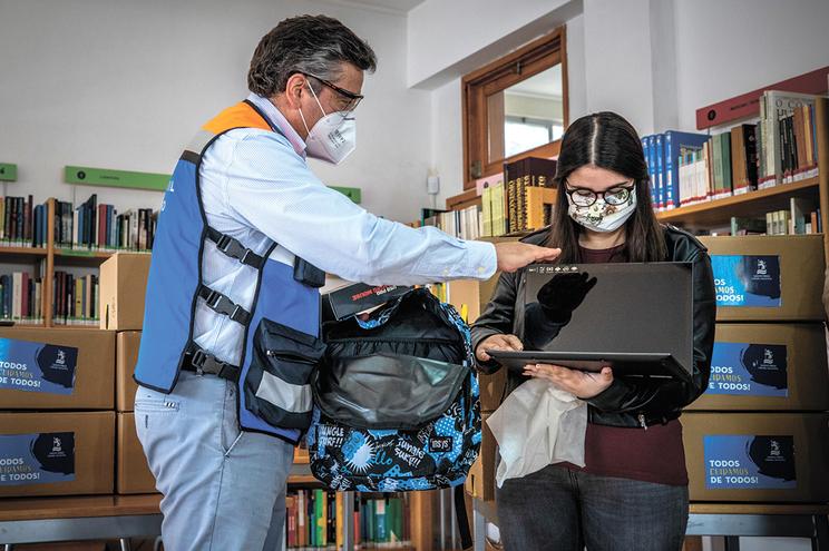 Câmara de Santo Tirso ofereceu computadores aos alunos